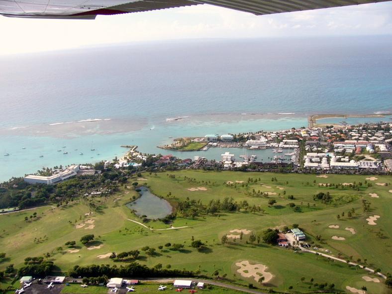 Vue aérienne du Golf de Saint François collé aux villas de luxe