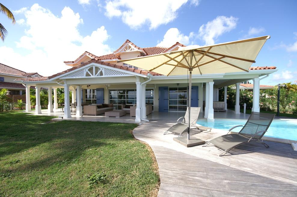 Promotion villa luxe guadeloupe les pieds dans l 39 eau Villas contemporaines de luxe