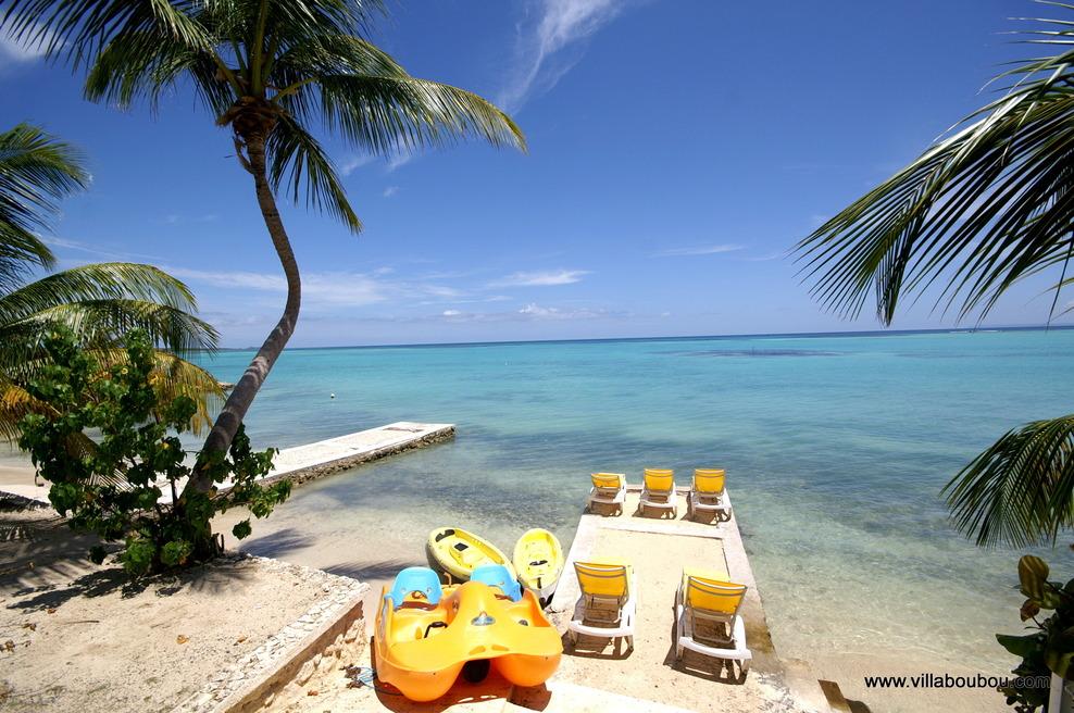 Vue de la sortie du terrain de la villa de luxe à Saint François Guadeloupe