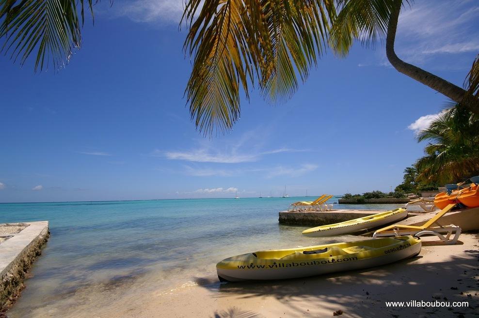 2 canoés, 1 pédalo à disposition gratuitement sur la plage devant la villa