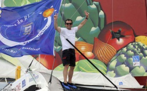 Lionel Lemonchois (Prince de Bretagne) vainqueur en Multi50 de la Route du Rhum - La Banque Postale 2010