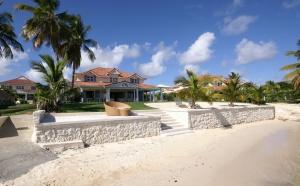 """Promotion Guadeloupe """"Villa de La Plage"""" en front de mer devant le lagon de Saint François"""