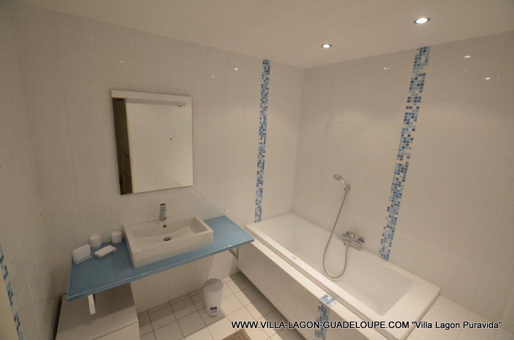 Villa pura vida villa de luxe pour 8 10 personnes 4 - Salle de bain villa savoye ...