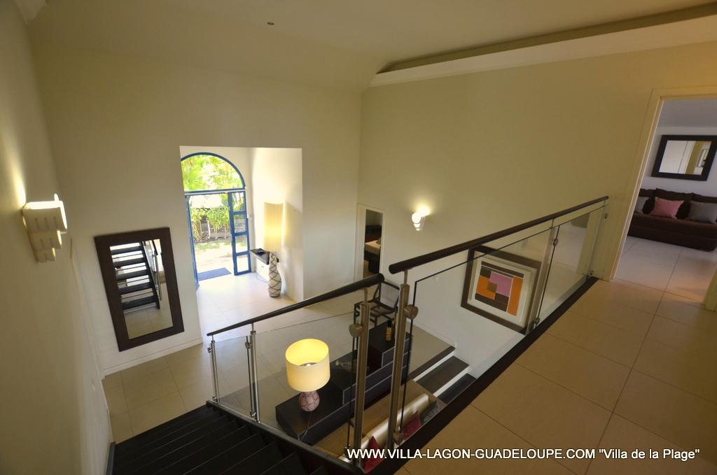 Hall D Entree mezzanine et hall d'entrée de la villa en guadeloupe
