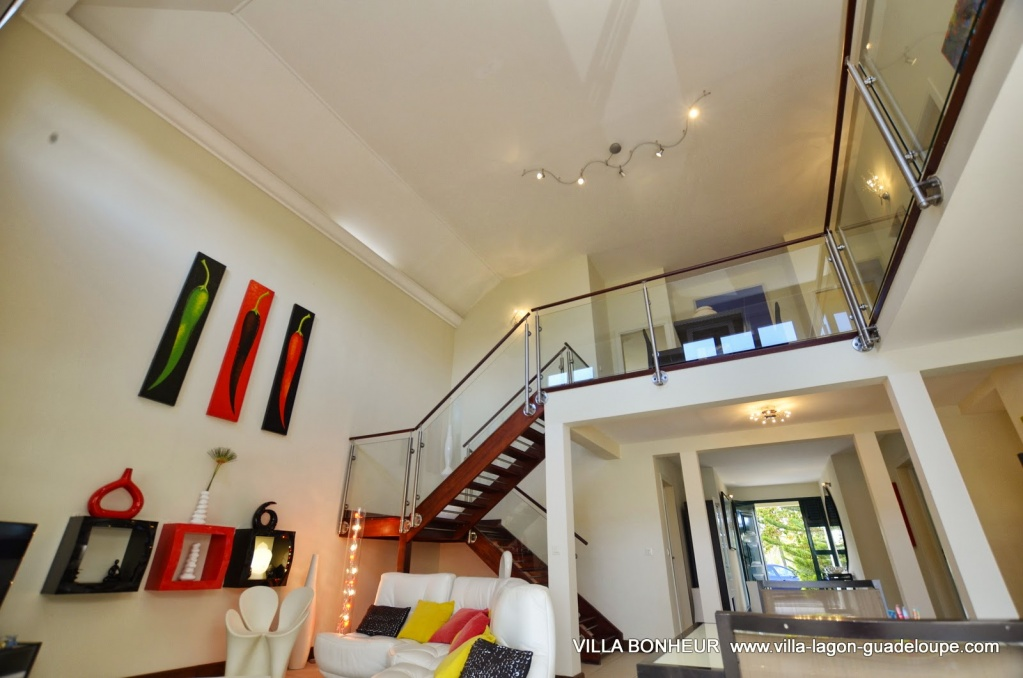Villa Bonheur, salon et mezzanine villa de luxe Guadeloupe